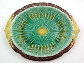 A Majolica Polychrome 2-handled Bread Plate, Decor