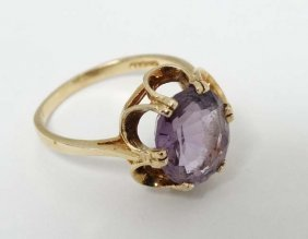 A 9ct Gold Ring Set With Amethyst