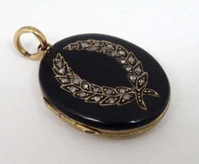 Mourning / Memorial Jewellery : A 19thc Gilt Metal