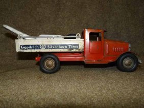 1930's Metalcraft Tow Truck