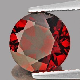 Natural Red Mozambique Garnet 4.26 Cts {flawless-vvs1)