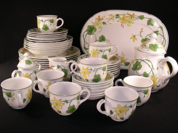 84 villeroy boch geranium china dinnerware 47pc lot 84. Black Bedroom Furniture Sets. Home Design Ideas