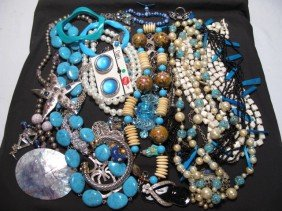 TRAY LOT OF ASSORTED COSTUME JEWELRY