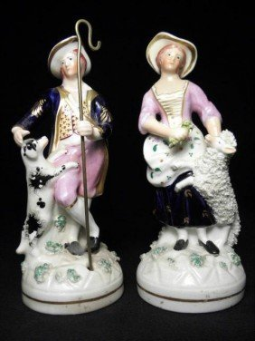 PAIR OF STAFFORDSHIRE PORCELANEOUS FIGURES