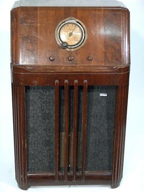 338 Philco Model 38 4 Floor Model Radio Lot 338