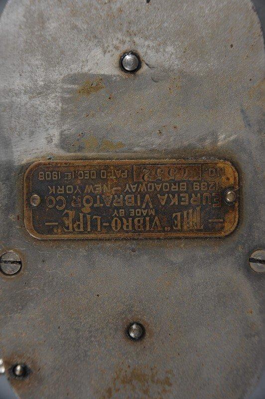 Hand crank vibrator