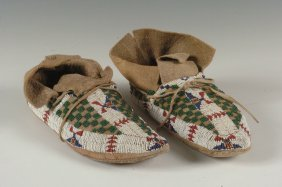 A PAIR OF ARAPAHO BEADWORK MOCCASINS C. 1910