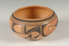 A HOPI POTTERY BOWL ATTRIBUTED TO LAURA PRESTON