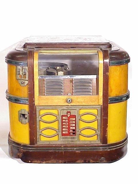 612: Rock-ola CM39 Countertop Jukebox in old : Lot 612