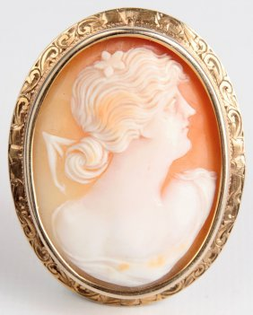 An Antique Carved Shell Cameo In 14 Kt Gold Bezel