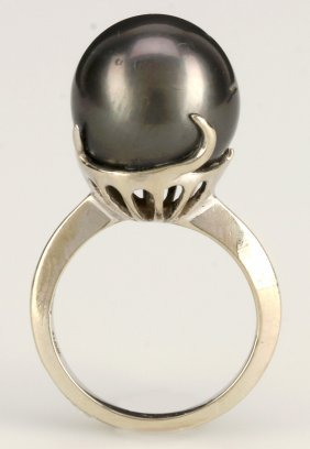 A Ladies 14k White Gold 13.5mm Tahitian Pearl Ring