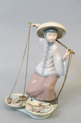 Lladro Porcelain Figurine Of Chinese Lady With