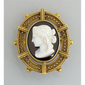 ARCHAEOLOGICAL REVIVAL GOLD AGATE CAMEO BROOCH