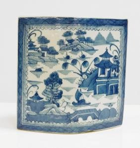 CHINESE EXPORT CANTON PORCELAIN WALL POCKET VASE, 19TH