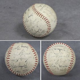 NEW YORK YANKEES CLUBHOUSE BASEBALL (1977)