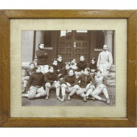 VINTAGE PHOTOGRAPH COLLEGIATE FOOTBALL TEAM