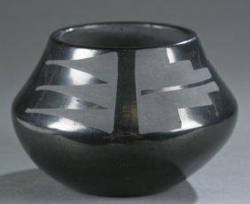 Juanita Wo-penn / Gonzales Blackware Pot.