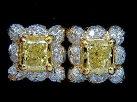 2.61ct Natural Fancy Light Yellow Diamond Cluster