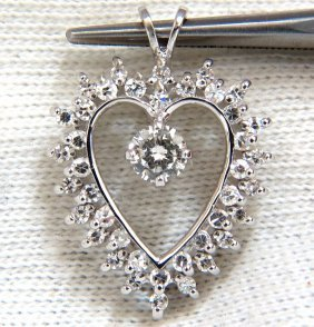 .85ct Traditional Classic Heart Pendant With Center