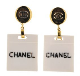 A PAIR OF CHANEL GOLDTONE SHOPPING BAG EARRINGS