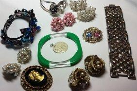 Vintage Costume Jewelry, Trifari Pin