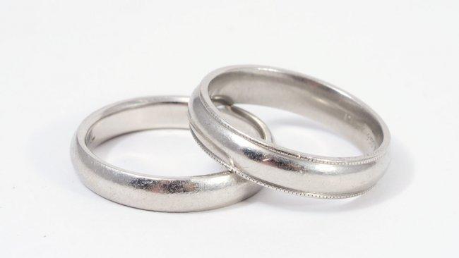 142 2 platinum wedding bands both size 9 5 lot 142