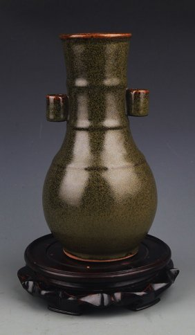 A Tea Color Double Ear Porcelain Bottle