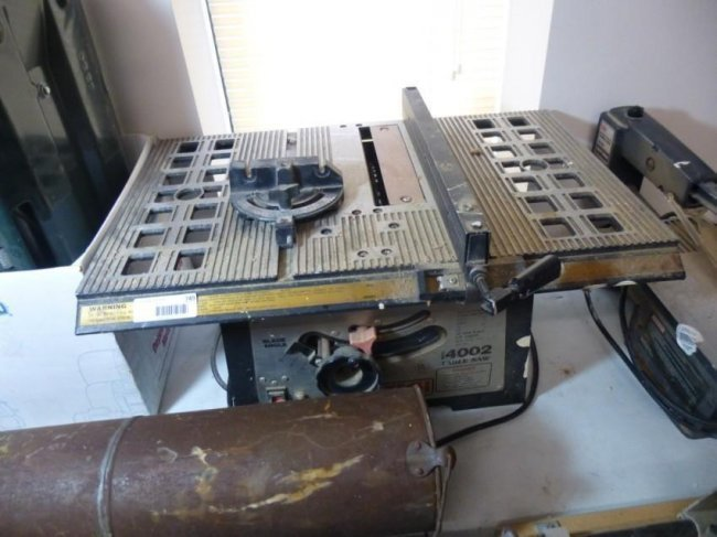 Pro tech 4002 table saw lot 749 Pro tech table saw