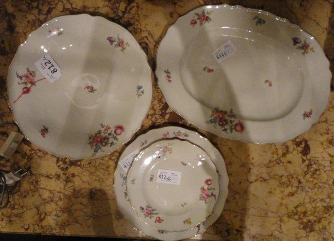 Servizio di piatti in porcellana tedesca decorato for Servizio di piatti