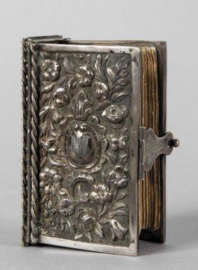 Libro Con Custodia In Argento Con Iscrizione