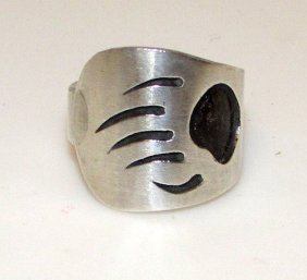 Vintage Hopi Sterling Bear Ring Size 6