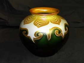 Quezal Pulled Feather Art Glass Vase.