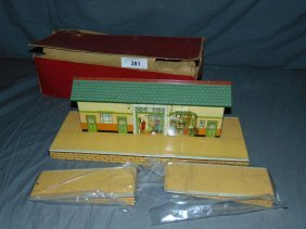 Hornby Train Station. Boxed.