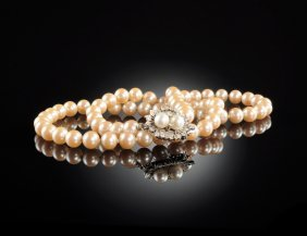 A Lady's Simulated Pearl Necklace,