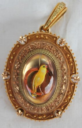 Rare 14kt Gold Victorian Locket W/ Reverse Carved