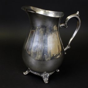 Wm Rogers 817 Silver Plated Water Pitcher