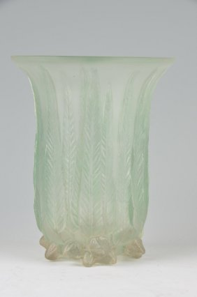 "R. Lalique ""eucalyptus"" Vase In Clear Glass With A Very"