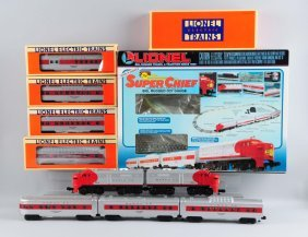 Lot Of 7: Lionel Santa Fe Set & Extra Cars.