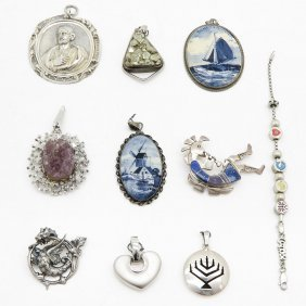 Diverse Lot Of Jewelry
