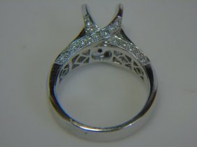 Contemporary 18kt White Gold & Diamond Setting