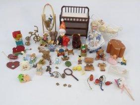Dollhouse - Child's Toy Room / Nursery Items