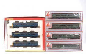 OO Gauge - A Pair Of Diesel Multiple Units