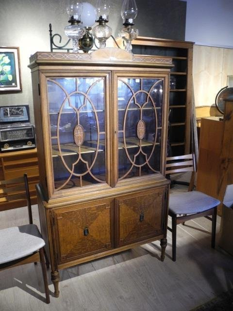 Berkey And Gay China Cabinet Lot 281