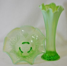 1905-08 Jefferson, Northwood Green Opalescent Bowl Vase