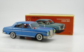 BOXED MERCEDES BENZ 250  SE MODEL