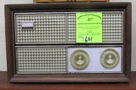 Vintage Philco Table Top Radio