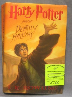 Harry Potter And The Deathly Hallows By J.k. Rolling