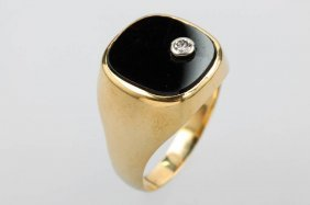 14 Kt Gents Gold Ring With Onyx And Brilliant