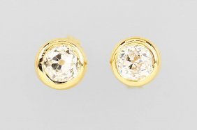 Pair Of 18 Kt Gold Earrings With Diamonds