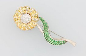 18 Kt Brooch 'flower' With Tsavorites And Brilliants